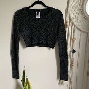 💕Fuzzy BCBG Cheetah Print Cropped Sweater